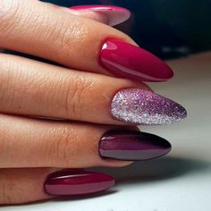 Glitter almond nail art designs are very suitable for summer. Glitter on your nails will catch everyone's eyes. You can try to design with nude nails and gold glitter nails. Almond Acrylic Nails, Almond Shape Nails, Nails Shape, Acrylic Gel, How To Do Nails, My Nails, Almond Nails Designs, Almond Shaped Nail Designs, Super Nails