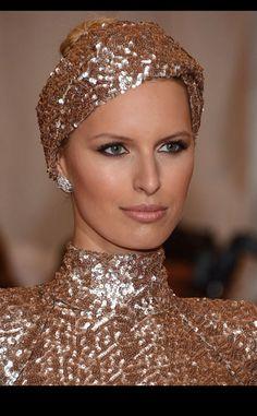 15 formas de llevar un turbante: Karolina Kurkova