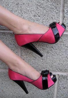Pink Peep-Toe Shoes http://www.pinterestbest.net/Dunkin-Donuts-100-Gift-Card toe, pink heel, woman fashion, peepto shoe, pink peepto, weddings, hot pink, black heels, pink shoes