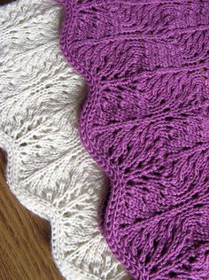 Free Pattern: Feather Lace Cowl by Ewelina Murach