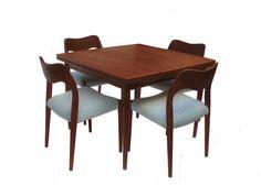"""פינת אוכל דנית, יפיפיה ומיוחדת, מעץ טיק. שולחן 100X100 ניפתח ל 100X200 + 4 כסאות מחודשים.   לשאלות נוספות או לביקור בסטודיו (שיכון דן, ת""""א) צרו קשר - 050-8857786 סמדר"""