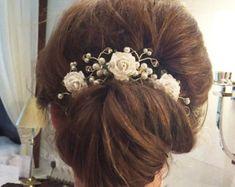 Mulberry Flower Hair Vine - Hair Up Bun - Accesorio de cabello nupcial - Boho Summer Wedding Easy Hairstyles, Wedding Hairstyles, Gorgeous Hair, Beautiful, Hair Up Styles, Hair Style, Flowers In Hair, Flower Hair, Vides