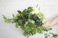 Vihertävä rento kukkakimppu   KUKKALA