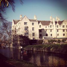 Queens' College, Cambridge Cambridge University Colleges, Queen's College, Cambridge Uk, World Famous, Queens, England, Travel, Viajes, Destinations