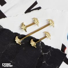 Golden leaf barbells are now available in our shop. Come and get these before sold out, price is 4.78 €/$5.59 👉 Grab them now 🔎 LEAF on www.crazy-factory.com Golden Leaves, Barbell, Piercings, Cufflinks, Shopping, Accessories, Peircings, Piercing, Pierced Earrings