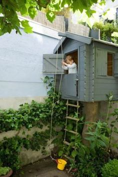 8 cute playhouses where you want to return to childhood! DIY Idees Creatives Home Garden Design Backyard Playset, Garden Playhouse, Build A Playhouse, Playhouse Outdoor, Backyard Playground, Backyard For Kids, Simple Tree House, Wendy House, Outdoor Play Spaces