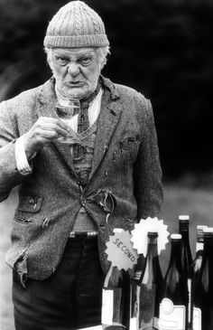 Cheers for the memories, Compo . brilliant actor William John Owen Rowbotham MBE - RIP) ~ Bill Owen superbly portrayed 'Compo Simmonite' in 'Last of the Summer Wine' British Sitcoms, British Comedy, British Actors, Comedy Actors, Actors & Actresses, Last Of Summer Wine, John Owen, Tv Detectives, Photography