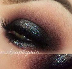 Maquiagem maravilhosa da @makebymia. Ela fez a base com o Jumbo Black Bean da NYX  http://www.nyxcosmeticos.com.br/index.php?route=product/product&path=82_96&product_id=72