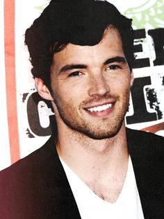 Ian Harding= ezra fitz= PERFECTION.