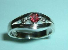 素材 Silver 925使用石、天然ガーネット 約2.8~3.0ミリx1石サイズ、リング最大幅 約5.8ミリx最小幅 約3ミリx高さ 約3.0ミリ重さ 約、...|ハンドメイド、手作り、手仕事品の通販・販売・購入ならCreema。