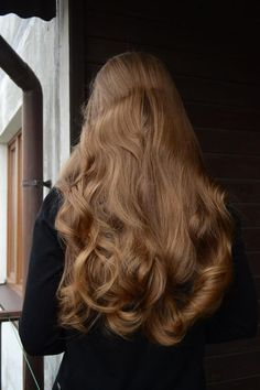 long brown hair and hairstyle inspiration with beachy waves and highlights perfect for summer and natural beauty Messy Hairstyles, Pretty Hairstyles, Female Hairstyles, Short Hairstyles For Thick Hair, Hairstyles 2018, Unique Hairstyles, Hair Day, Gorgeous Hair, Hair Looks