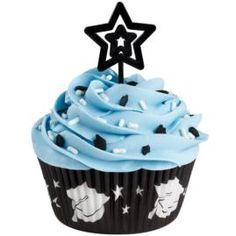swirl, blue buttercream icing with sprinkles: Star Graduate Cupcake Cupcake Frosting Recipes, Cupcake Recipes From Scratch, Fondant Cupcakes, Fun Cupcakes, Cupcake Cakes, Simple Cupcakes, Wilton Cake Decorating, Cake Decorating Tools, Graduation Cupcakes