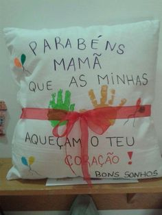Almofada                                                                                                                                                                                 Mais Dad Day, Mom And Dad, Mother And Father, Mother Gifts, Diy For Kids, Crafts For Kids, Mather Day, Dear Mom, Mothers Day Crafts