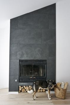 Terrific Photos black Fireplace Design Popular Regardless of whether you reside within Aspen or California, there's really no denying the relaxing impact associated Slate Fireplace, Home Fireplace, Modern Fireplace, Fireplace Mantels, Fireplace Ideas, Fireplace Makeovers, Fireplace Remodel, Fireplace Inserts, Mantles