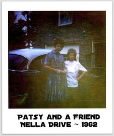 Rare photo of Patsy with a friend at her home on Nella Drive. Country Artists, Country Singers, Country Music, I Fall To Pieces, Patsy Cline, The Hollywood Bowl, Loretta Lynn, Famous Singers, My Spirit Animal