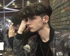 for guys İCON Beautiful Boys, Pretty Boys, Bad Boy Aesthetic, Emo Boys, Tumblr Boys, Boy Hairstyles, Haircuts For Men, Handsome Boys, Cute Guys