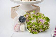 Labeled wedding favor: White and pink macarons. By Suesse Boutique Austria Wedding Labels, Wedding Favors, Floating Nightstand, Macarons, Austria, Blog, Inspiration, Boutique, Pink