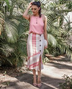 skirt t shirt sweater skirt fashion Older Women Fashion, Fashion Tips For Women, Edgy Style, Mode Style, Best Prom Dresses, Summer Dresses, Skirt Outfits, Dress Skirt, Casual Wear