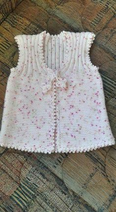 Another of those simply beautiful vests - help required to deconstruct from picture Baby Knitting Patterns, Knitting For Kids, Free Knitting, Crochet Baby, Knit Crochet, Crochet Pattern, Plain Girl, Baby Pullover, Dresses Kids Girl