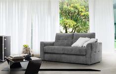 Az Agra kanapéegy időtlen modell, klasszikus egyszerűségével elcsábít, a tökéletessége eleganciát kölcsönöz.Érdekes kiegészítője lehet, ugyanakkor díszítő eleme dekorációs párnái kontrasztos színekben. Outdoor Sofa, Outdoor Furniture, Outdoor Decor, Nova, Couch, Home Decor, Fold Out Couch, Small Space, Settee