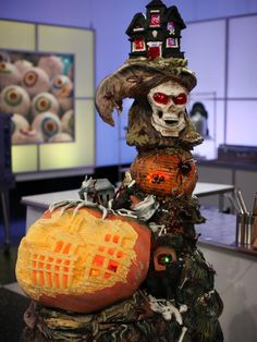 On Food Network's Halloween Wars, teams made up of an expert pumpkin carver, a cake decorator and a sugar artist go to battle to create mind-blowing Halloween-themed displays. Description from pinterest.com. I searched for this on bing.com/images