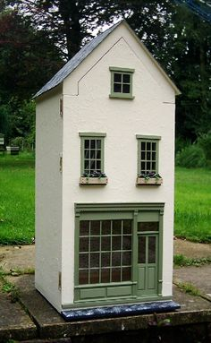 I have been looking through some old photos files on the computer and have picked out a few of my favourite houses built over the past few y. Vitrine Miniature, Miniature Rooms, Miniature Houses, Fairy Houses, Play Houses, Doll Houses, Doll Furniture, Dollhouse Furniture, Dolls House Shop