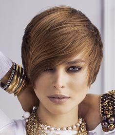 60 Popular Short Haircuts For Women In Ladies of all ages should look warm and warm. Thick Hair Pixie Cut, Medium Short Hair, Short Hair Cuts For Women, Short Hairstyles For Women, Straight Hairstyles, Cool Hairstyles, Short Hair Styles, Brown Hairstyles, Hairstyles Pictures