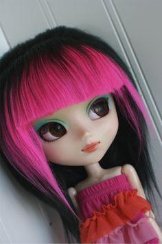 BJD / Dollfie  PULLIP sized Black long in back with Hot Pink rock bang wig. via Etsy.