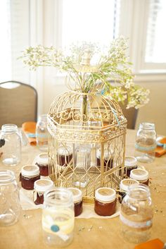 vintage inspired wedding centerpieces | vintage wedding decor | diy wedding decor | Derrick Tribbey Photography