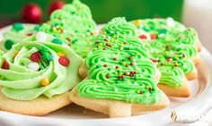 Sugar Cookie Frosting (Fluffy & Stackable) Cookie Frosting Recipe, Frosting Recipes, The Slow Roasted Italian, Banana Pudding Cheesecake, Christmas Sugar Cookies, Holiday Baking, Christmas Baking, Desert Recipes, Holiday Recipes