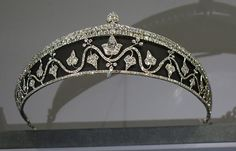 This art deco tiara formed part of the extensive collection of the Cartier exhibition in Paris 2013-2014. There is a debate as to whether the black background is enamel or blackened steel, which Cartier used in a similar tiara for Queen Marie of Romania. A sinuous wave of diamonds sprouts diamond ivy leaves against a black background, topped by a double row of larger diamonds, surmounted by a diamond bud