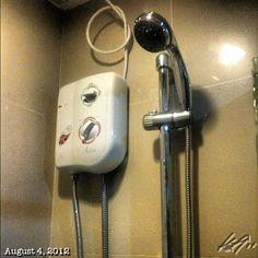 温水器着いたぜ〜 あっ、でも我が家じゃ無い… installed water heater.  #philippines #フィリピン