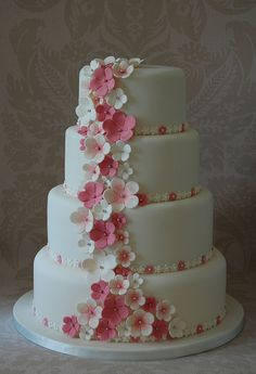 Sorry for pinning too many cake photos.  But there are just so many pretty cakes out there.