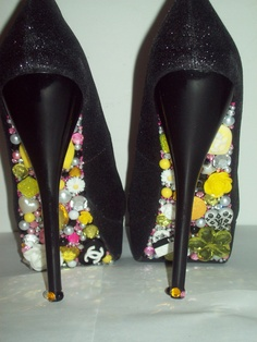 fffb436e9a3f These Yellow HK shoes have the crystalized Hello Kitty symbol on the toe of  the shoe