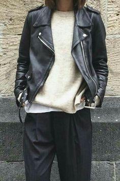 Black leather jacket cream jumper cream top black pants Visit our site if you are a tattoo lover! Fashion Mode, Look Fashion, Autumn Fashion, Fashion Outfits, Feminine Fashion, Fashion Ideas, Spring Fashion, Looks Street Style, Looks Style