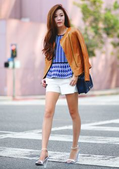 casual-chic-outfit-with-brown-leather-jacket