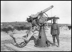 Improvised Turkish anti-aircraft gun at Sedd el Bahr, Gallipoli. World War One, Rest Of The World, First World, Joseph Goebbels, Nazi Propaganda, Shell Shock, Ww2 Photos, Austro Hungarian, American Red Cross