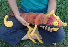 Colour changing Chameleon - free pattern on Instructables