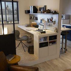 Un coin bureau imposant qui pourtant se combine très bien dans ce petit espace
