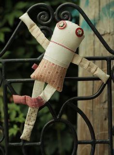 Les triplettes - Flora 4 - poupée de chiffon aimantée - faite à la main à Montréal - 2015 - Anouk Kouri - vendue