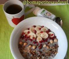 Bom dia, gente gira! Uma delicia para começar o dia em grande, sugerida pelo Bom Apetite Saudável (http://instagram.com/bomapetitesaudavel): uma deliciosas papas de aveia com Canela, Banana, Romã, Avelãs e salpicada com Granola Doce Papoila.