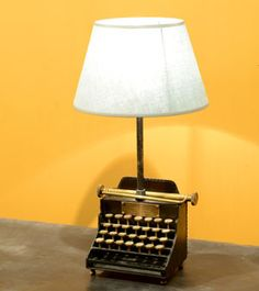 Pied de lampe en cuir vieilli machine à écrire Qwerty Chehoma