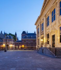 Hans Van Heeswijk Architects renovate, expand and chisel one of the most beautiful art museums of Europe known as 'Mauritshuis' at The Hague. Check it out here… http://globalhop.indiaartndesign.com/2014/07/the-royal-picture-gallery-mauritshuis.html
