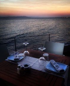 A perfect Sunday afternoon. Dinner by the sea.. #kosaktis #kos_island