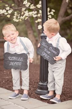 Make an entrance with the help of your page boys carrying 'here she comes' ceremony aisle signs! Love these adorbs boys announcing the bride's arrival to their uncle! See more on Mrs2Be.ie