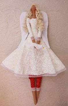 Anjo mensageiro do amor e protecao. Boneca Estilo Tilda. Confeccionada em tecidos de algodão 100% carinho. Não acompanha o suporte.  Medidas 65 cm de altura e 16 cm de largura. Pesa 150