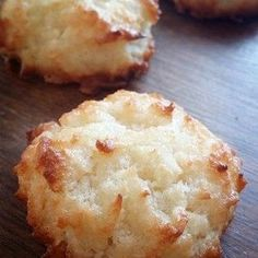 """A little too moist to be """"macaroons"""" but still taste good. LM The Nourished Caveman - Keto Macaroon Fat Bombs: A macaroon which is also a great fat bomb! Bring some healthy fats in to your diet, Keto or not this is a dessert that's actually good for you! Keto Fat, Low Carb Keto, Lchf, Banting, Keto Desserts, Keto Snacks, Holiday Desserts, Diabetic Snacks, Desert Recipes"""