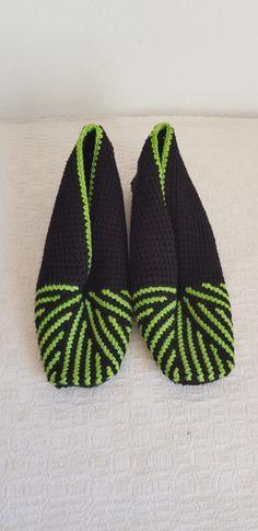 Link to pattern Crochet Slipper Pattern, Crochet Slippers, Tunisian Crochet, Detail, Link, How To Make, Slippers Crochet, Crocheted Slippers