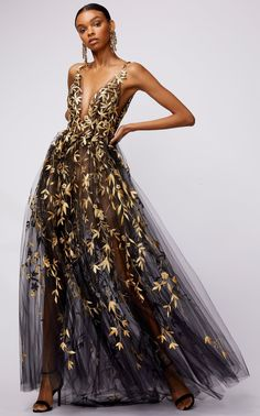 Floral, embroidered tulle dress by Oscar de la Renta Vestidos Fashion, Fashion Dresses, Tulle Dress, Sequin Dress, Sheer Dress, Gold Dress, Looks Party, Style Photoshoot, Party Wear
