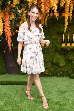 Actress Sutton Foster attends the annual Veuve Clicquot Polo Classic at Liberty State Park on June 2018 in Jersey City, New Jersey. Get premium, high resolution news photos at Getty Images Sutton Foster, Olivia Munn, Veuve Clicquot, Girl Celebrities, Celebs, Celebrity Look, Celeb Style, Le Polo, Polo Classic